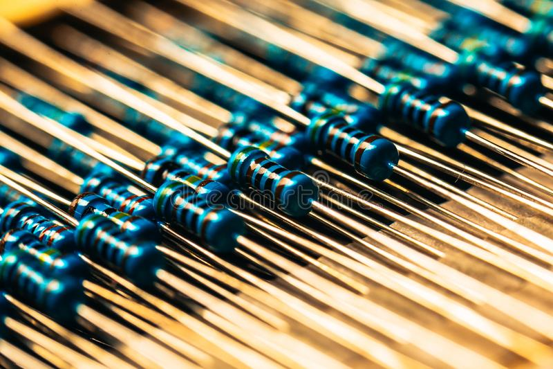Muchos nuevos resistores permanecen juntos en primers imágenes de archivo libres de regalías