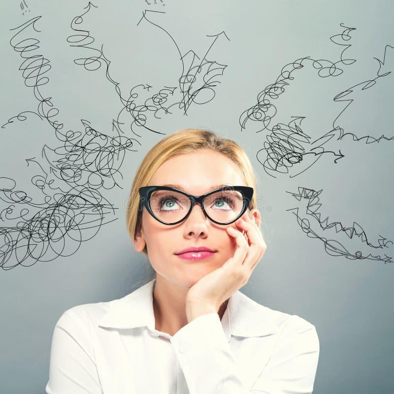 Muchos pensamientos con la mujer de negocios imagen de archivo libre de regalías