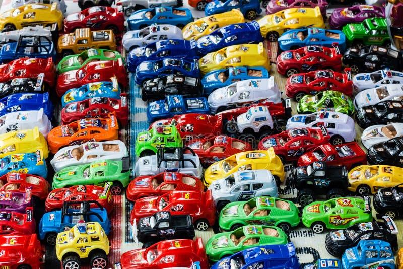 Muchos pequeños coches del juguete imagen de archivo