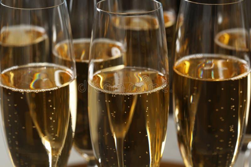 Muchos vidrios de champán como fondo foto de archivo libre de regalías