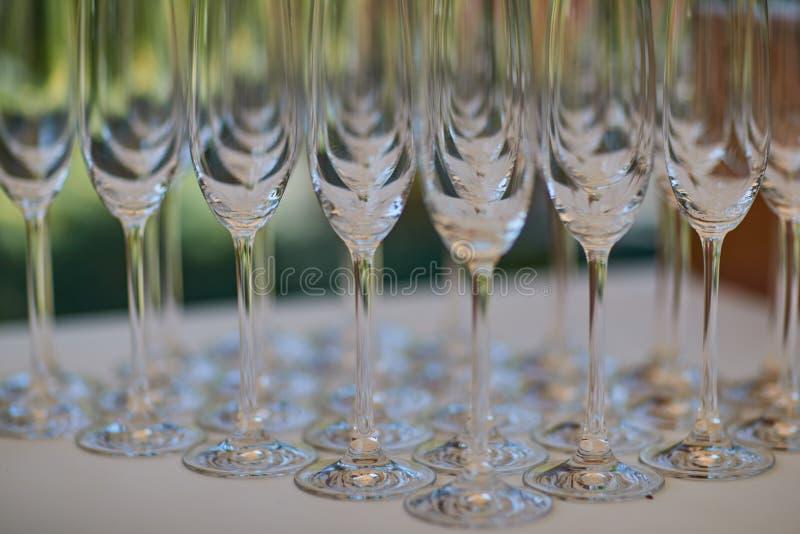 Muchos vidrios vacíos del champán fotografía de archivo libre de regalías