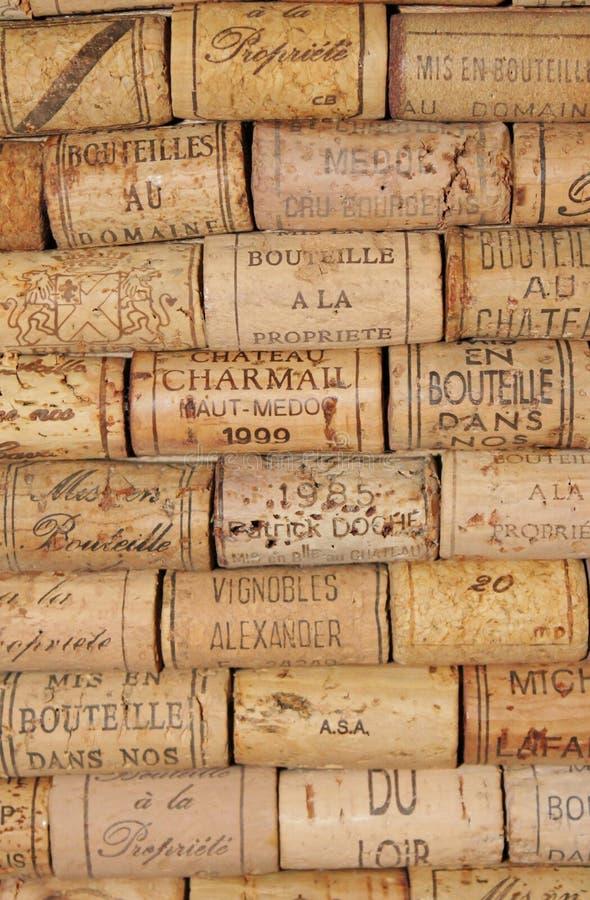 Muchos wine los corchos fotos de archivo