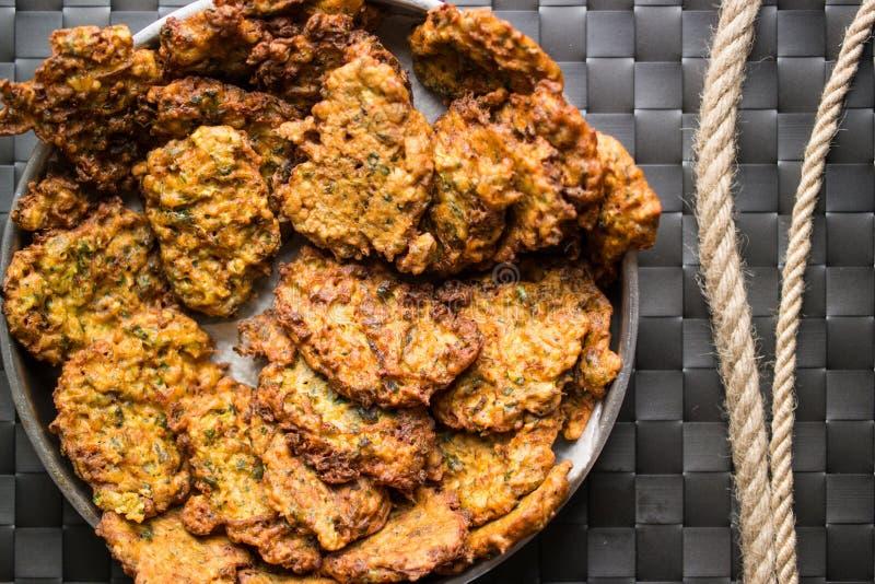 Mucver/Gebraden courgette/Turks Voedsel stock afbeeldingen