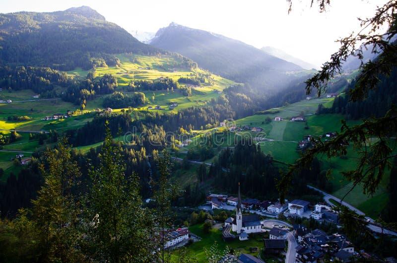 Muczenia w passeier w jesieni, wioska w Południowym Tyrol (Włochy) obrazy royalty free