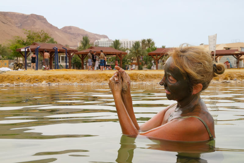 Download Mud Treatment At The Dead Sea Stock Image - Image: 20606257