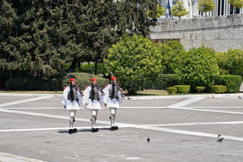 A mudança cerimonial de Evzon guarda em Atenas, Grécia imagem de stock royalty free