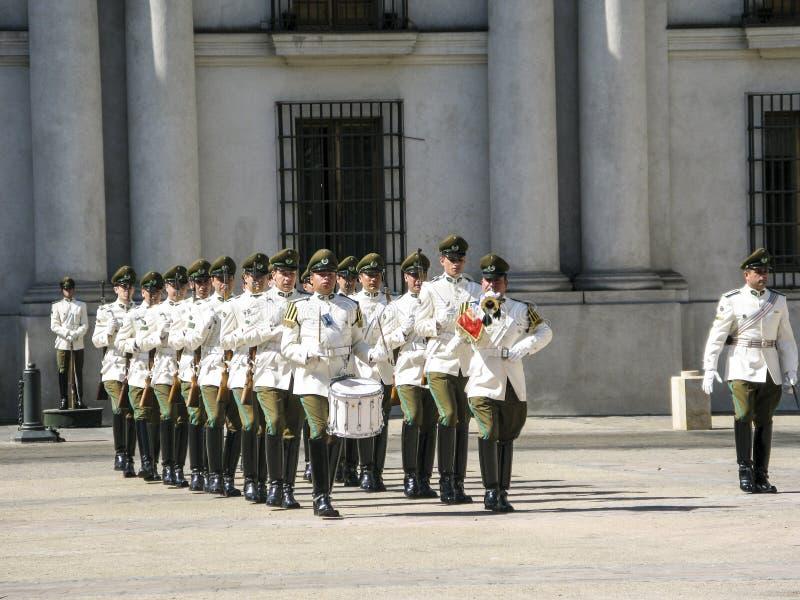 Mudança cerimonial do protetor em Palacio de la Moneda fotos de stock royalty free