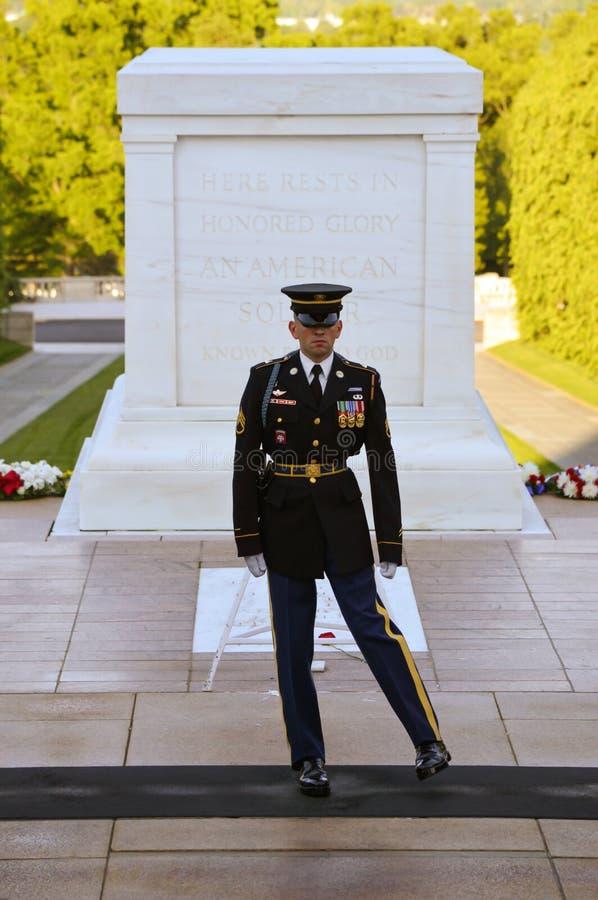 Mudança do protetor Arlington National Cemetery foto de stock