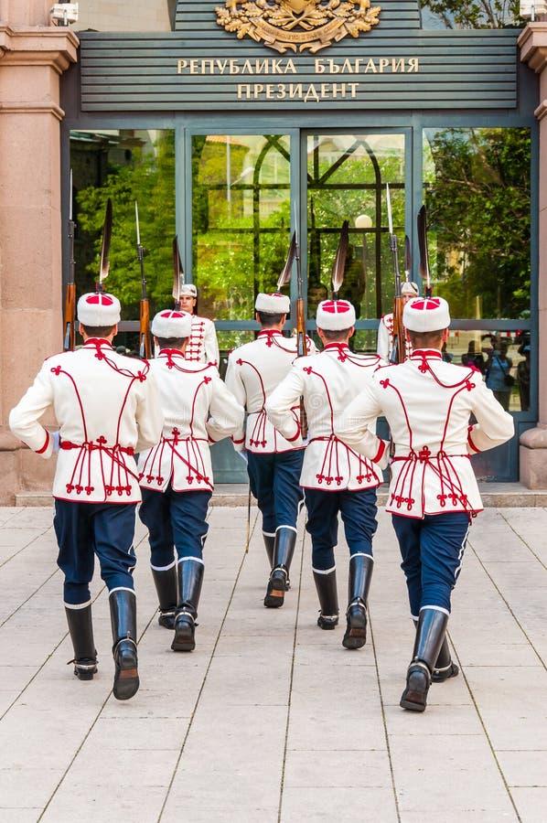 Mudança dos protetores A unidade das guardas nacionais é puramente cerimonial, como a segurança do presidente de Bulgária, membro fotografia de stock royalty free