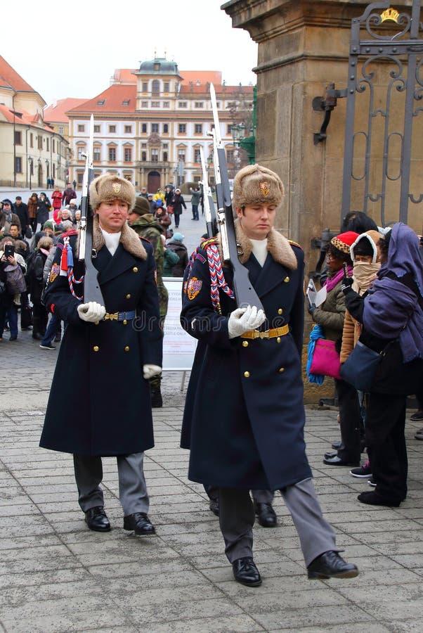 Mudando o protetor Prague Castle fotografia de stock royalty free