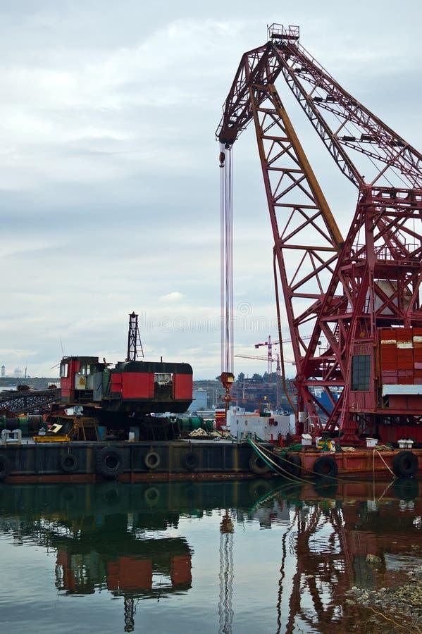muddra flottörhus ny seaport för kran royaltyfria bilder