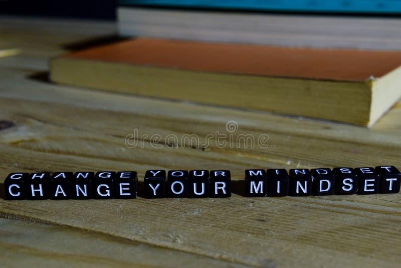 Mude seu mindset em blocos de madeira Conceito da motivação e da inspiração imagem de stock