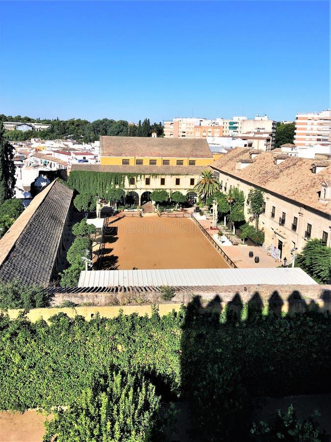 Mudejar προαύλιο στο φρούριο παλατιών των χριστιανικών βασιλιάδων στην Κόρδοβα, Ισπανία στοκ φωτογραφία με δικαίωμα ελεύθερης χρήσης