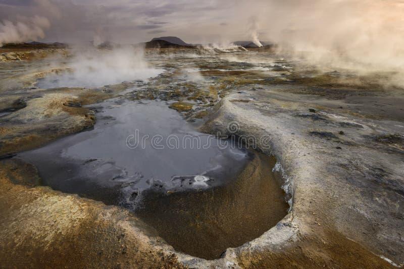 Mudpools i geotermiczny pole przy Hverir fotografia royalty free