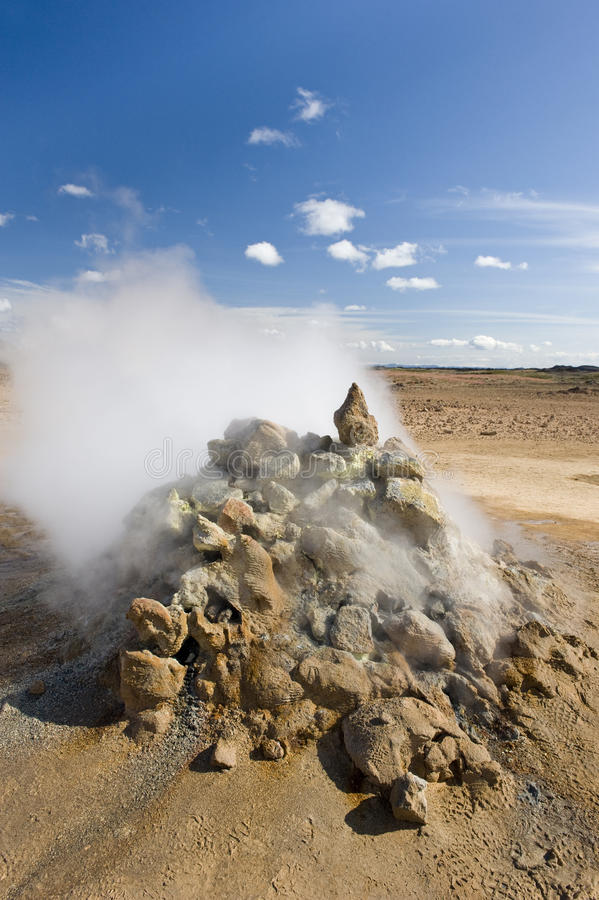 Mudpots en el área geotérmica Hverir, Namafjall, Islandia imagen de archivo