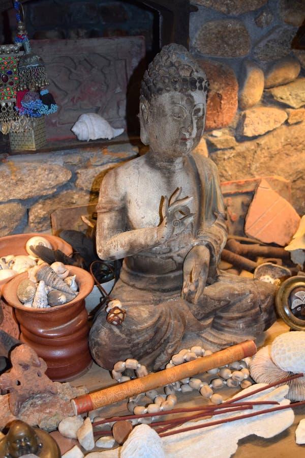 Mudra van het standbeeld van Boedha stock foto
