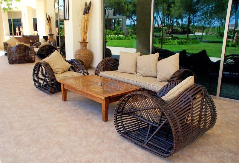 Muebles Al Aire Libre En Centro Turístico De Lujo Imagen de archivo ...