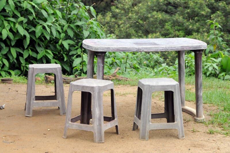 Muebles Al Aire Libre En Una Casa Del Pueblo En La Isla De Sri Lanka ...