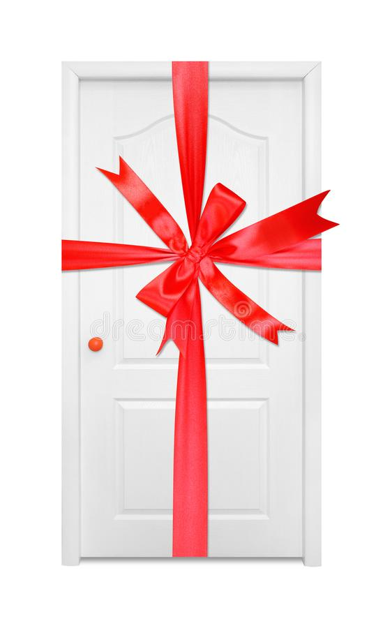 Muebles - arco rojo atado regalo interior de la puerta del blanco en la ha anaranjada foto de archivo