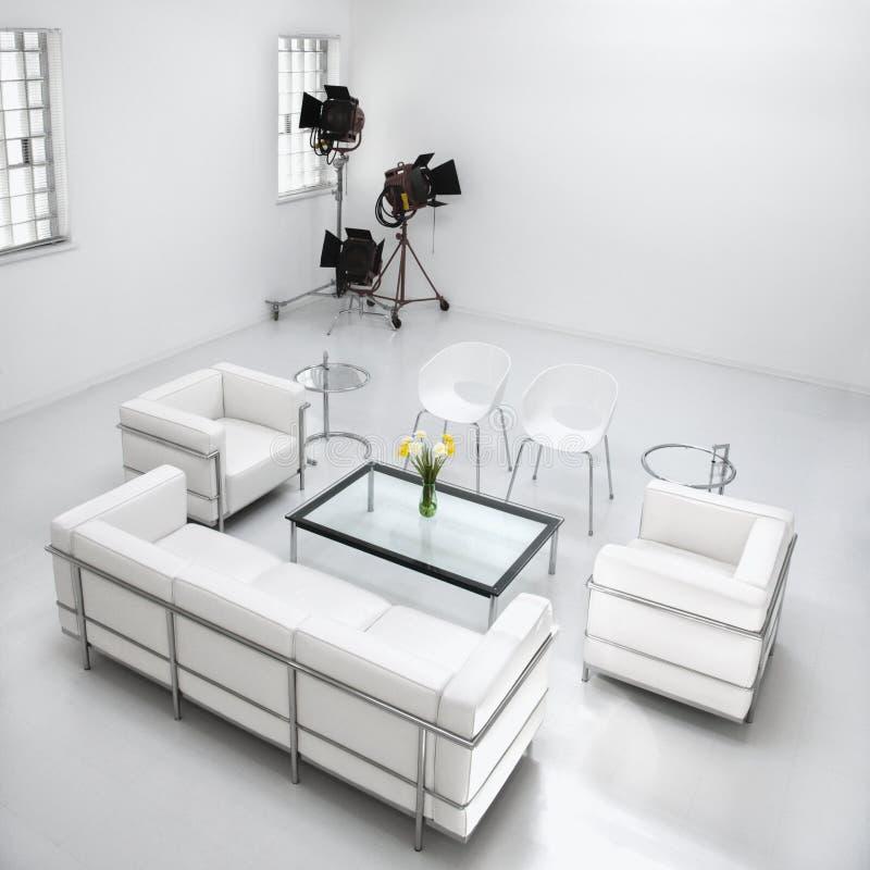 Muebles de la sala de estar en estudio de la fotografía foto de archivo libre de regalías