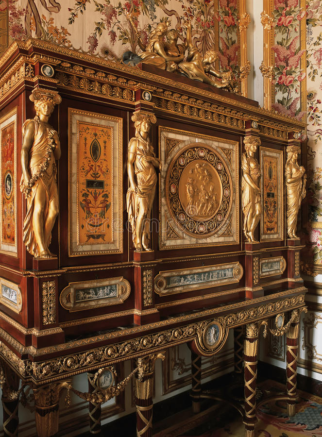 Muebles de madera con los ornamentos en el palacio de Versalles fotos de archivo libres de regalías