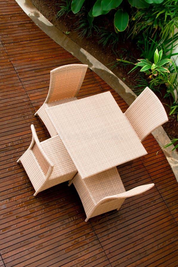 Muebles de mimbre al aire libre foto de archivo