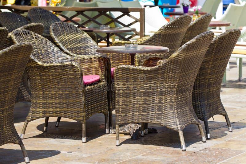 Muebles De Ratan En Terraza Foto De Archivo Imagen De