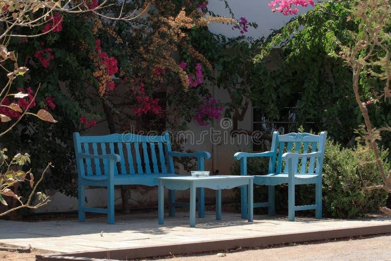 Muebles del jardín del verano imagen de archivo libre de regalías