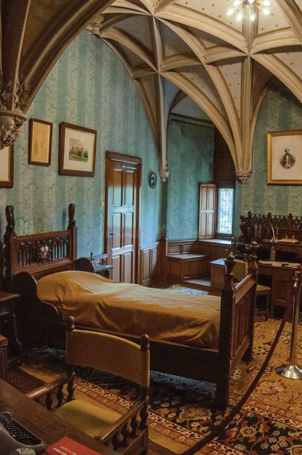 Muebles en dormitorio lujoso del De Haar Castle, cerca de Utrecht fotos de archivo libres de regalías