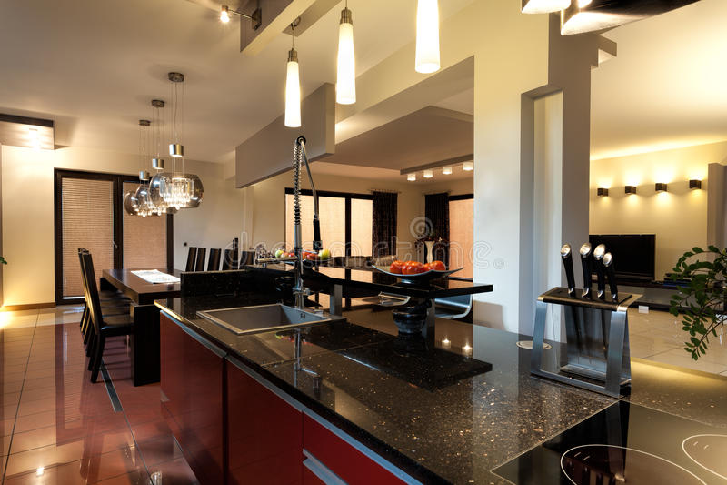 Muebles modernos de la cocina foto de archivo libre de regalías
