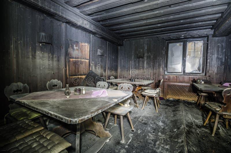 muebles quemados después del fuego grande imagenes de archivo