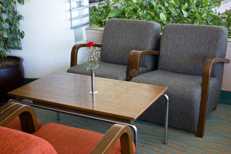 Muebles Tapizados En El Pasillo Del Hotel Butacas Grises, De Madera ...