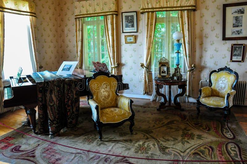 Muebles viejos en el museo alemán histórico de Valdivia, Chile fotografía de archivo libre de regalías