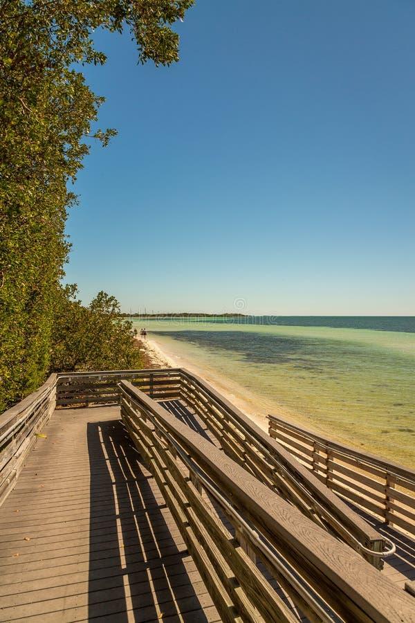 Muelle de madera para Acess a la playa imagen de archivo