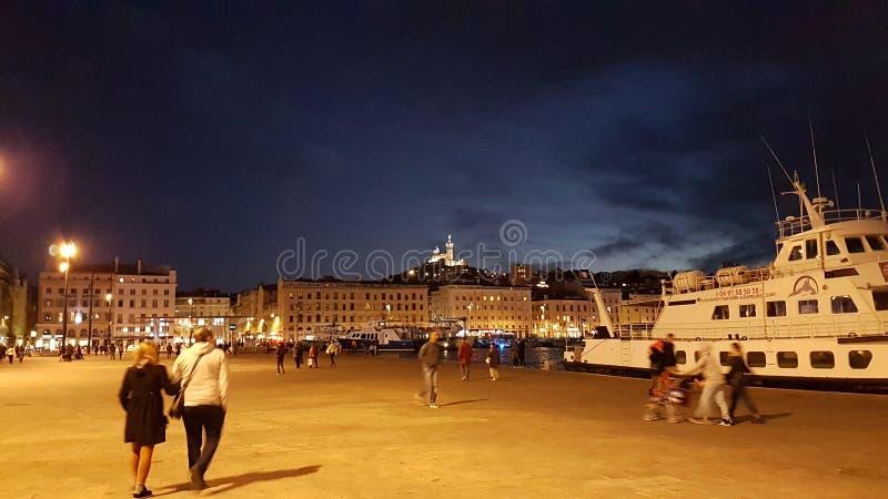Muelle de Marsella por noche imagenes de archivo