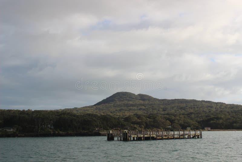 Muelle de Rangitoto, bahía de Hauraki, Auckland imagen de archivo libre de regalías