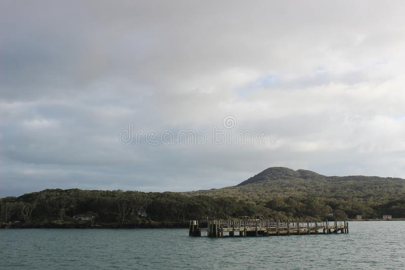 Muelle de Rangitoto, bahía de Hauraki, Auckland imagen de archivo
