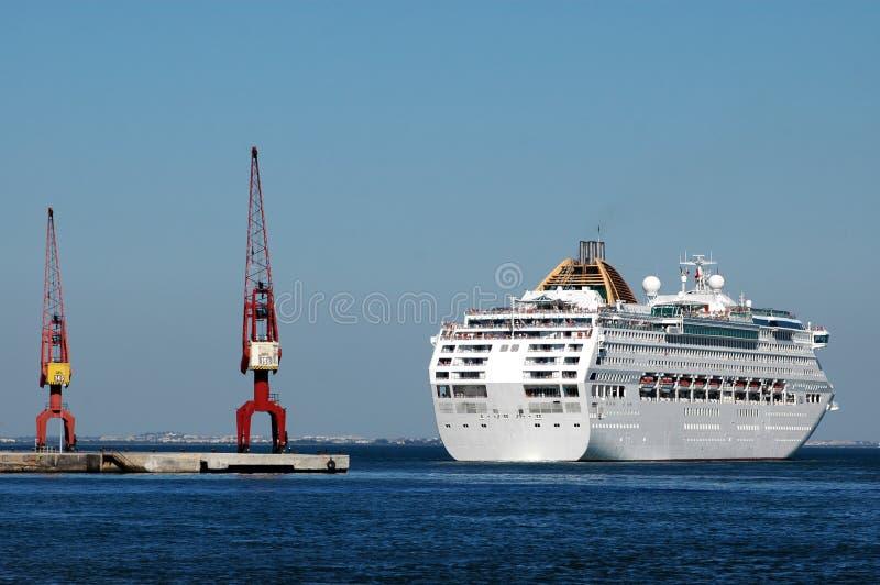 Muelle del barco de cruceros en Lisboa foto de archivo