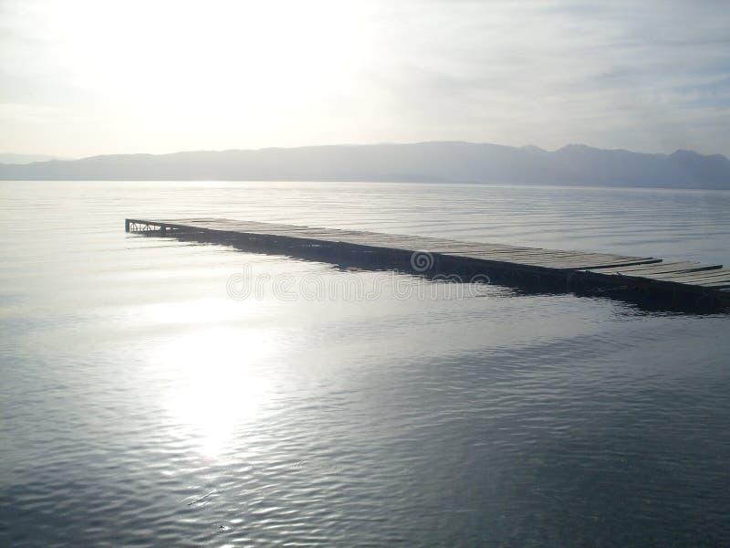 Muelle en el lago Ohrid, Macedonia fotos de archivo
