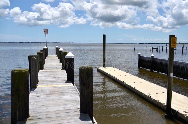 Muelle en la bahía fotografía de archivo