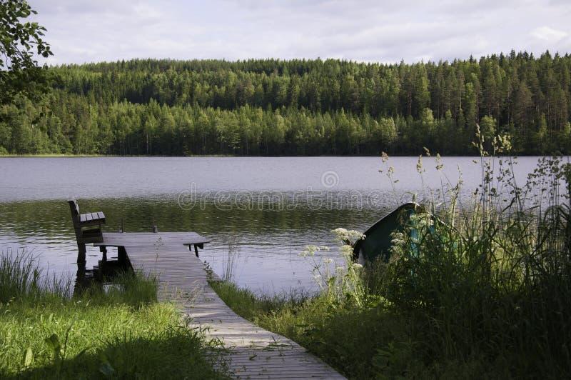 Muelle en la orilla del lago foto de archivo libre de regalías