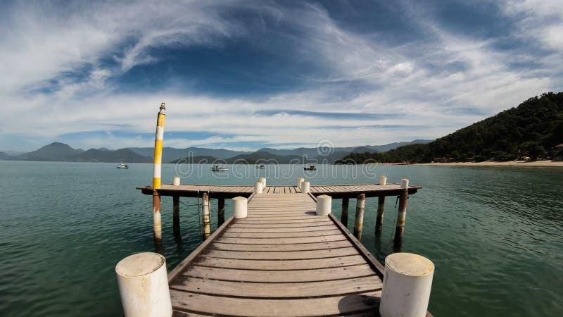 Muelle, océano y barcos imagen de archivo libre de regalías