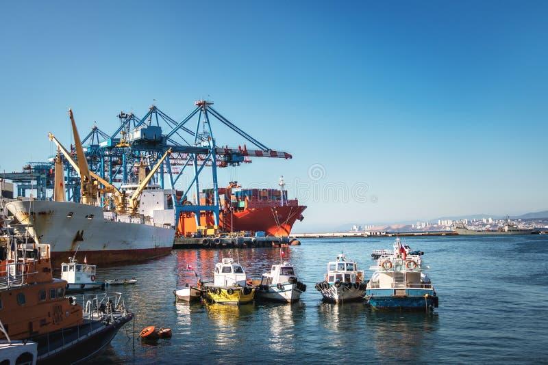 Muelle Prat pir och Valparaiso hamn - Valparaiso, Chile royaltyfria bilder