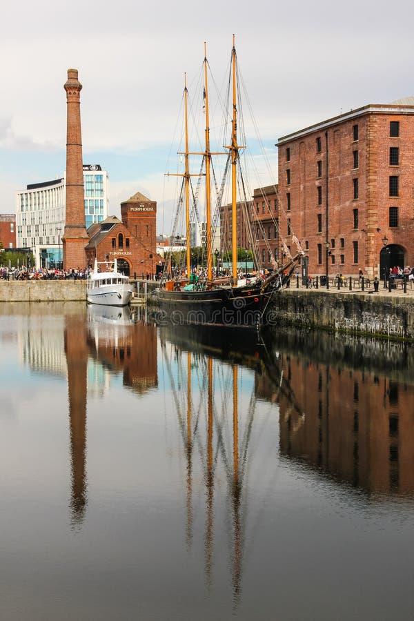 Muelles de Albert y museo marítimo de Merseyside imagen de archivo libre de regalías