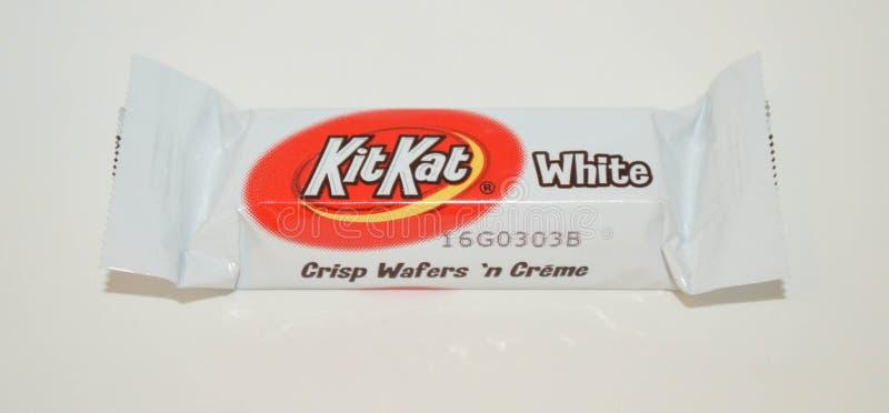 Muerda las porciones del tamaño de una barra blanca de Kit Kat del chocolate imagen de archivo