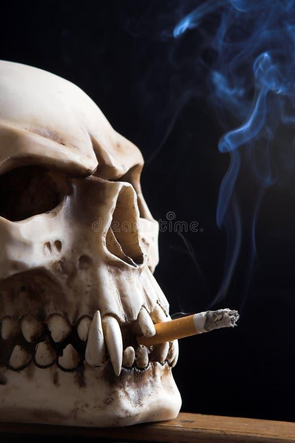 Muerte que fuma foto de archivo libre de regalías