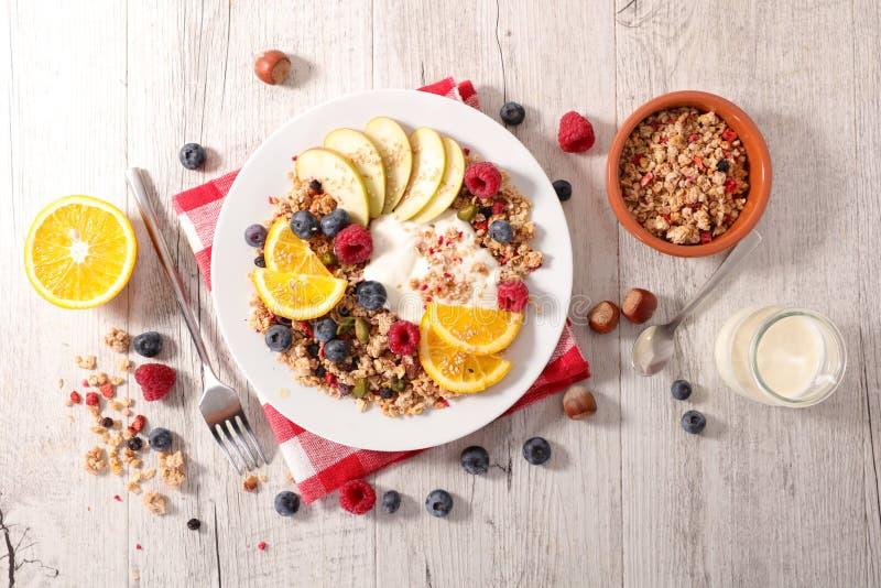 Muesli、果子和酸奶 免版税库存图片