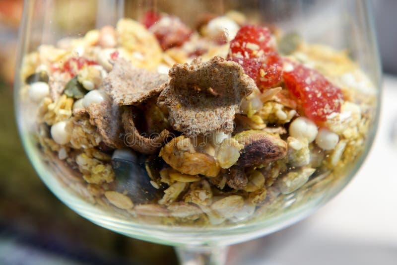 Download Muesli - Alimentation Saine Pour Les Personnes Fortes Image stock - Image du vivacité, avoine: 56476685
