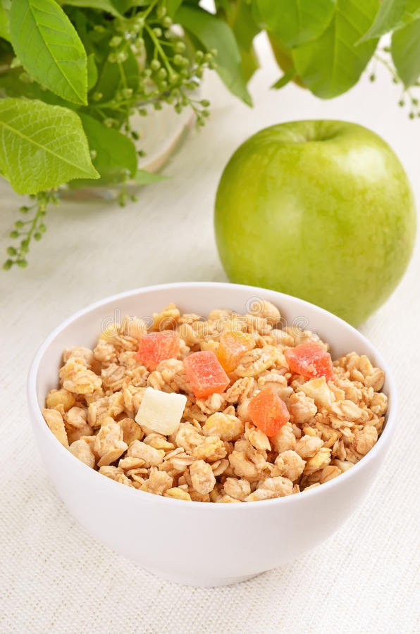 Muesli avec des fruits secs photo libre de droits