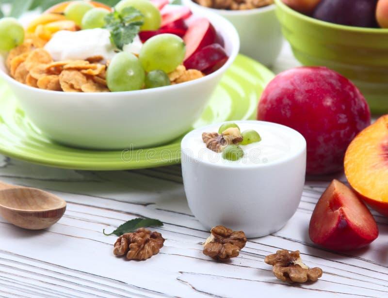 Download Muesli Con El Yogur Y La Fruta Fresca Imagen de archivo - Imagen de fruta, taza: 100528131